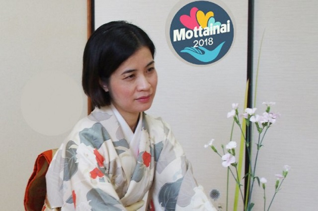 Nghệ nhân Nguyễn Thanh Tú tặng 100 cuốn sách Ikebana cho mottainai2018